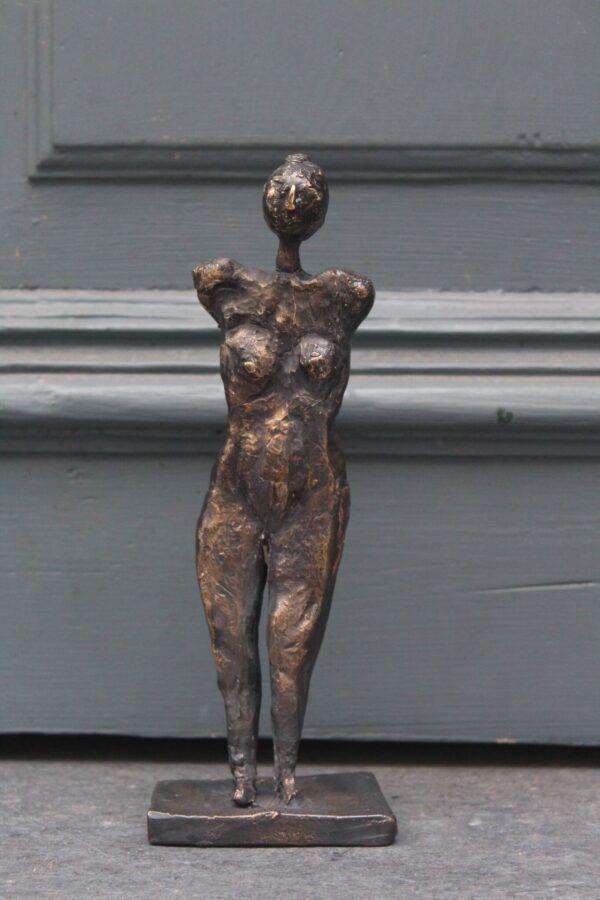 Bronze skulptur - en kvinde af Charlotte Toender