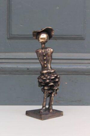 Bronzeskulptur med grankogle af Charlotte Tønder