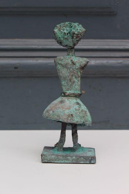 Patineret bronzeskulptur af Charlotte Tønder