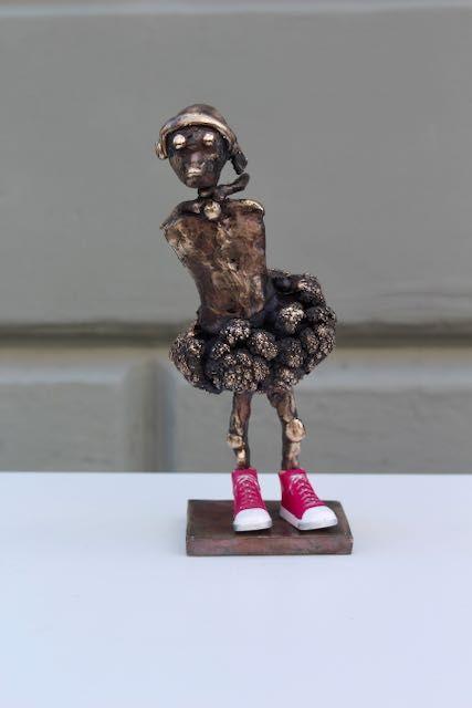 Bronze skulptur Sneaker Speedy Girl